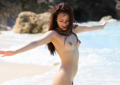 【伊東紅エロ画像】元秋葉系アイドルからAV女優に転身!紅ちゃんの官能ヌードがエッチすぎるぞwww