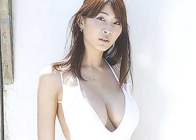 【爆乳グラドルエロ画像】護あさなのIカップもある、けしからん乳を鷲掴みにしたいwww