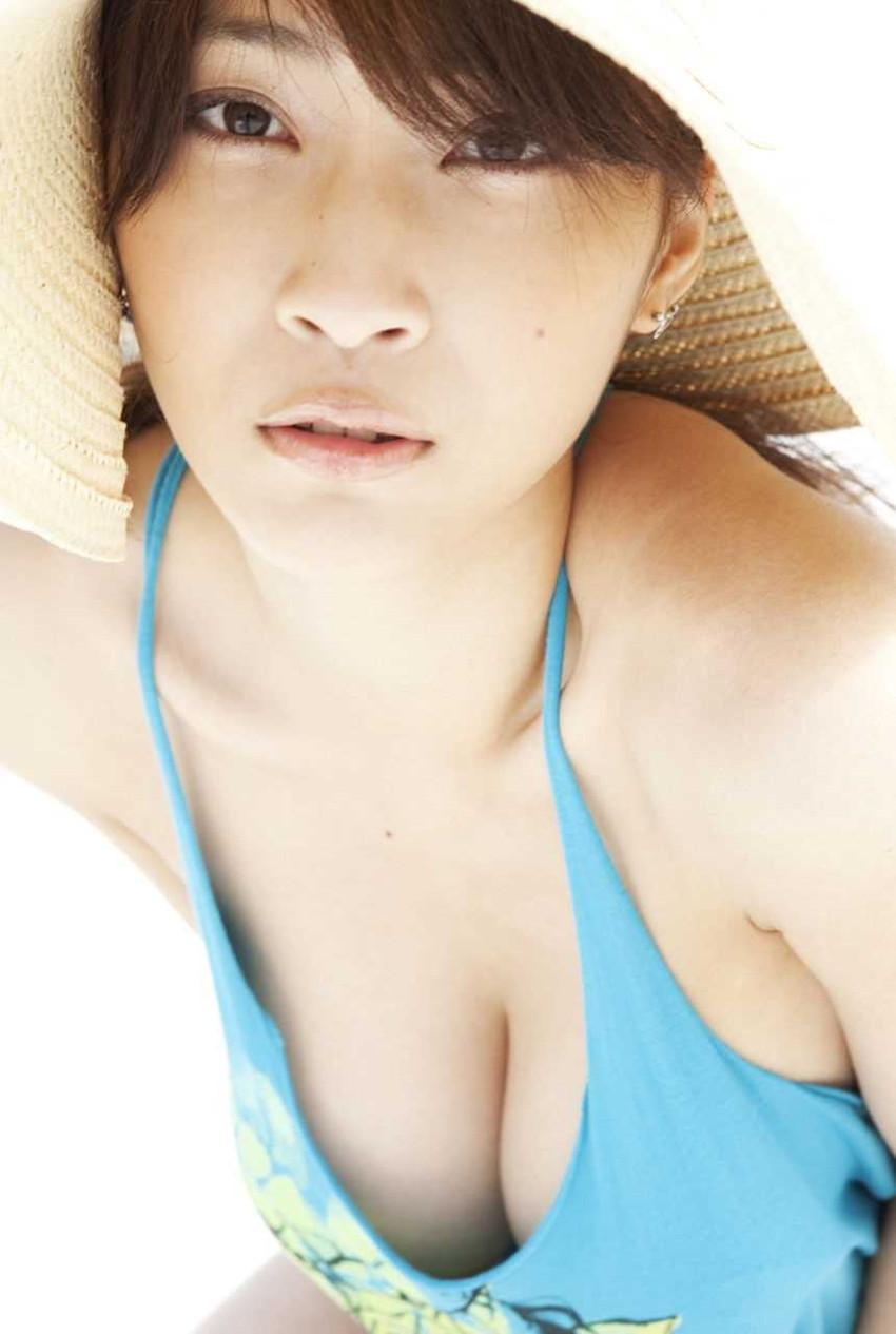 【爆乳グラドルエロ画像】護あさなのIカップもある、けしからん乳を鷲掴みにしたいwww 10