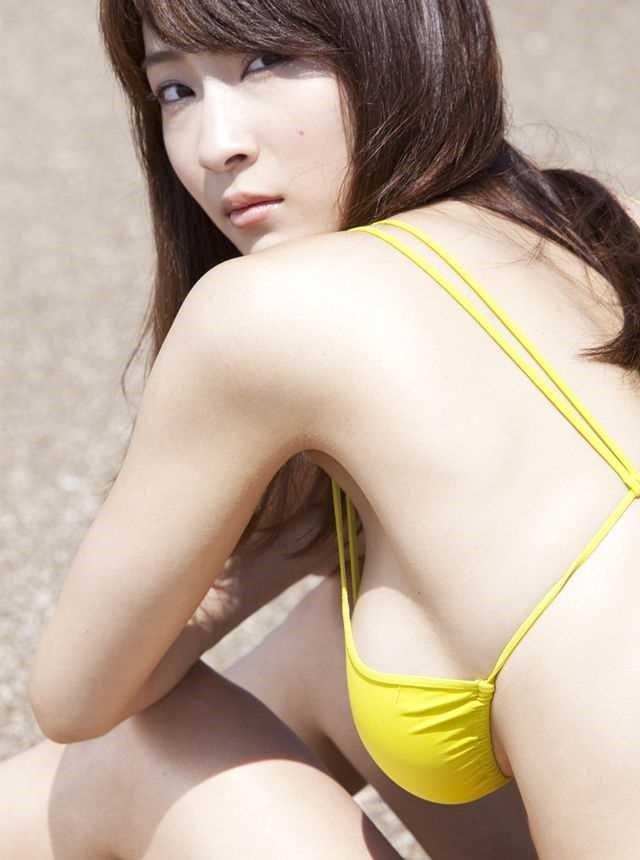 【爆乳グラドルエロ画像】護あさなのIカップもある、けしからん乳を鷲掴みにしたいwww 21