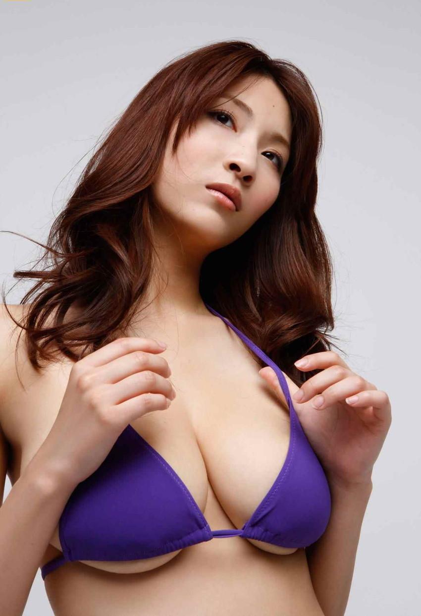【爆乳グラドルエロ画像】護あさなのIカップもある、けしからん乳を鷲掴みにしたいwww 30
