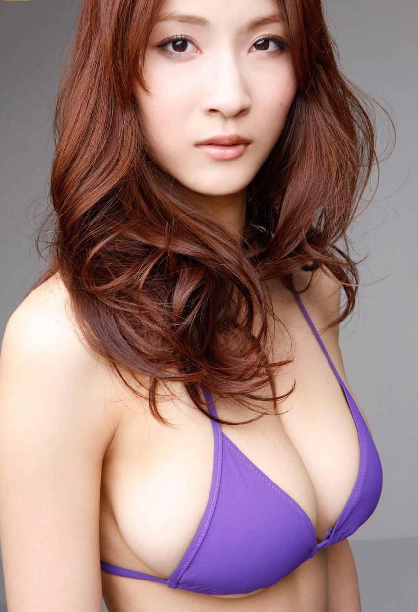 【爆乳グラドルエロ画像】護あさなのIカップもある、けしからん乳を鷲掴みにしたいwww 34
