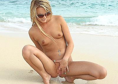 【ヌーディストビーチエロ画像】破廉恥な外人さんの野外露出画像www