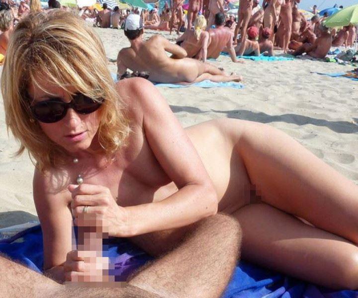 【ヌーディストビーチエロ画像】破廉恥な外人さんの野外露出画像www 06