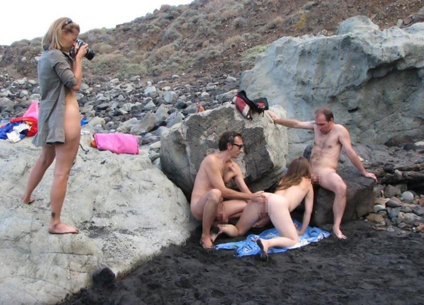 【ヌーディストビーチエロ画像】破廉恥な外人さんの野外露出画像www 08
