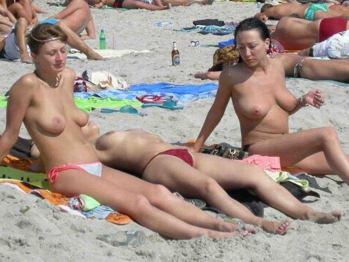 【ヌーディストビーチエロ画像】破廉恥な外人さんの野外露出画像www 24