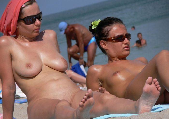 【ヌーディストビーチエロ画像】破廉恥な外人さんの野外露出画像www 27