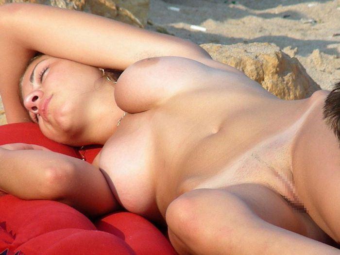 【ヌーディストビーチエロ画像】破廉恥な外人さんの野外露出画像www 28