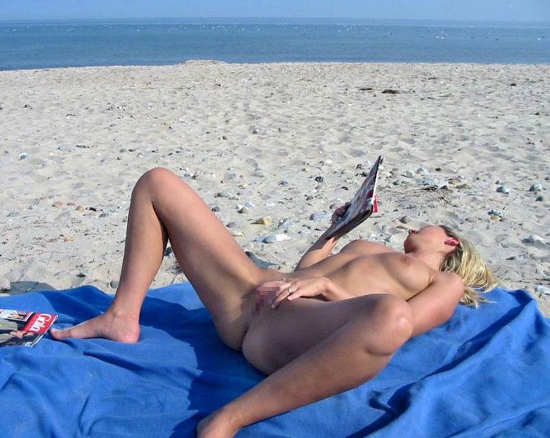 【ヌーディストビーチエロ画像】破廉恥な外人さんの野外露出画像www 37