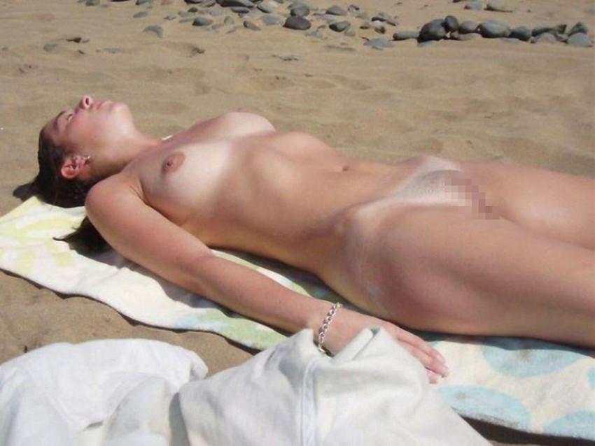 【ヌーディストビーチエロ画像】破廉恥な外人さんの野外露出画像www 39