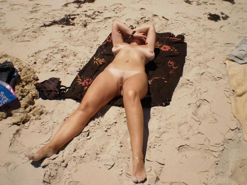 【ヌーディストビーチエロ画像】破廉恥な外人さんの野外露出画像www 40