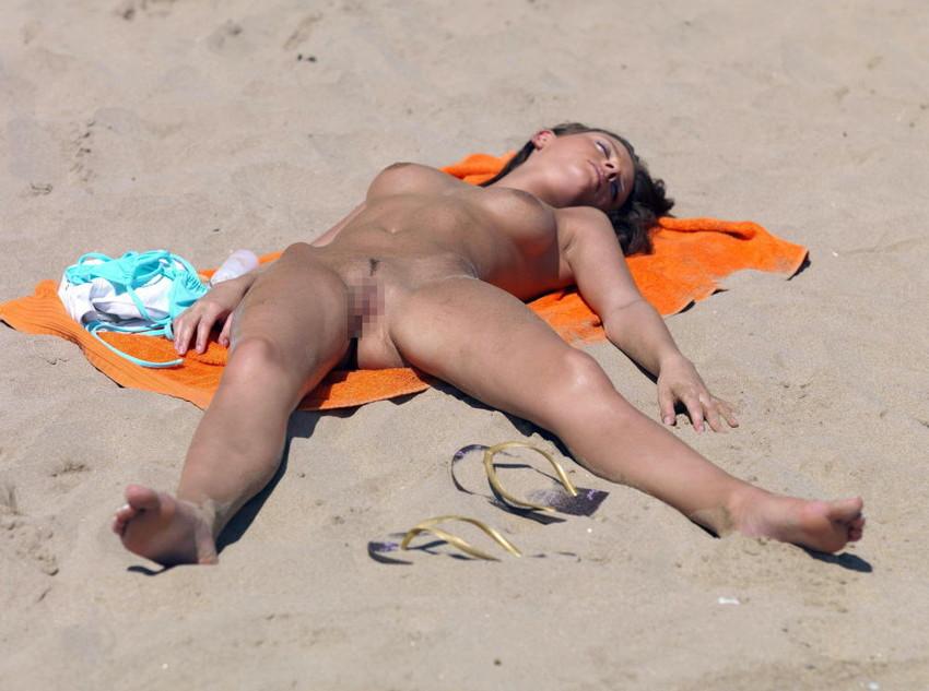 【ヌーディストビーチエロ画像】破廉恥な外人さんの野外露出画像www 45