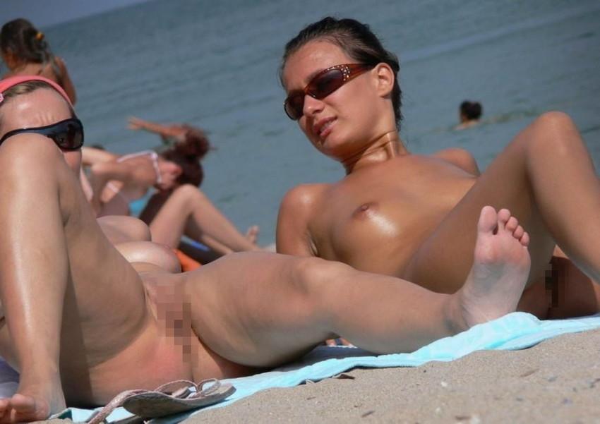 【ヌーディストビーチエロ画像】破廉恥な外人さんの野外露出画像www 50