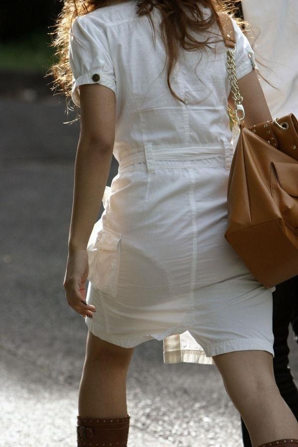 【透けパンエロ画像】素人女性のパンティーラインをこっそり盗撮した結果www 06