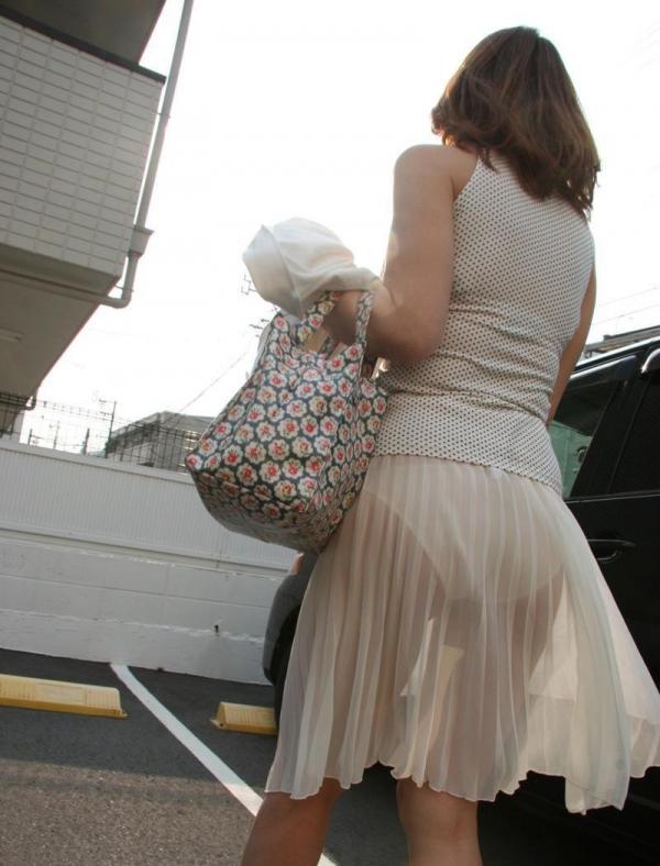 【透けパンエロ画像】素人女性のパンティーラインをこっそり盗撮した結果www 11