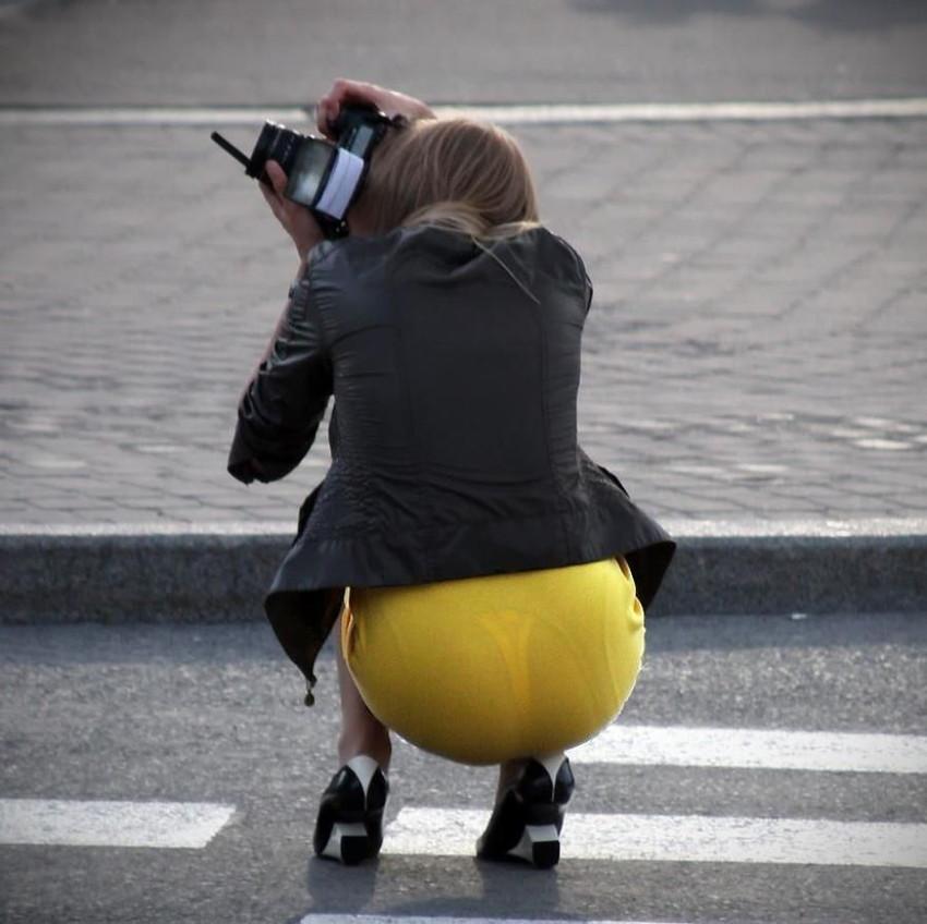 【透けパンエロ画像】素人女性のパンティーラインをこっそり盗撮した結果www 15