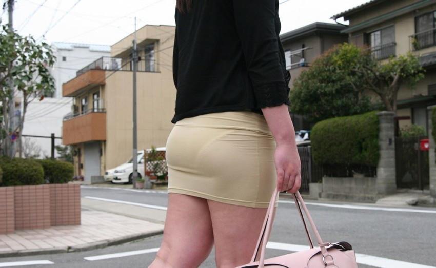 【透けパンエロ画像】素人女性のパンティーラインをこっそり盗撮した結果www 20
