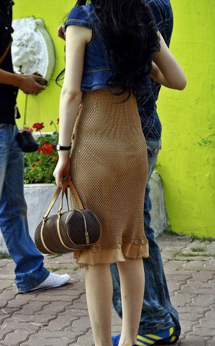 【透けパンエロ画像】素人女性のパンティーラインをこっそり盗撮した結果www 22