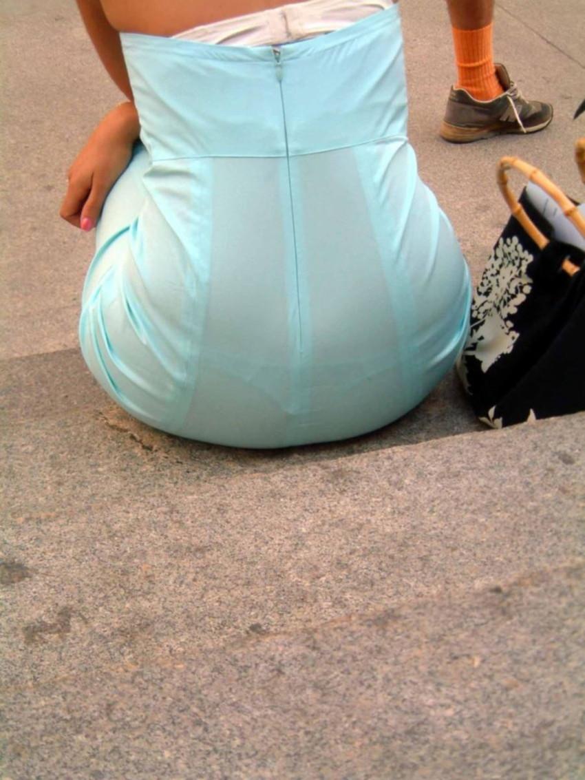 【透けパンエロ画像】素人女性のパンティーラインをこっそり盗撮した結果www 24