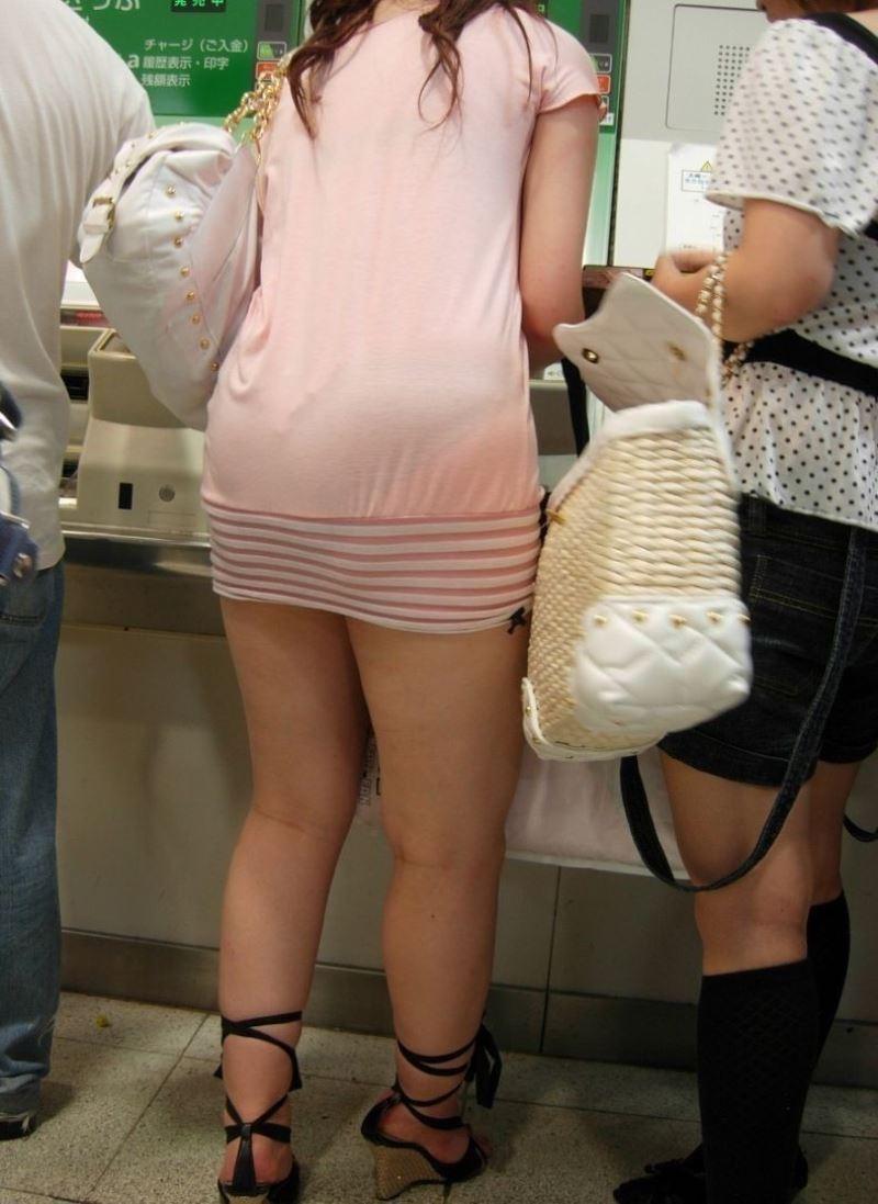 【透けパンエロ画像】素人女性のパンティーラインをこっそり盗撮した結果www 27