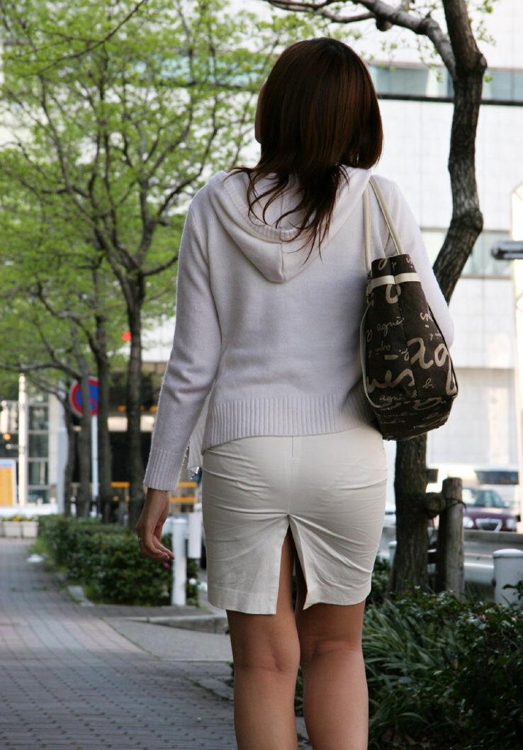 【透けパンエロ画像】素人女性のパンティーラインをこっそり盗撮した結果www 33