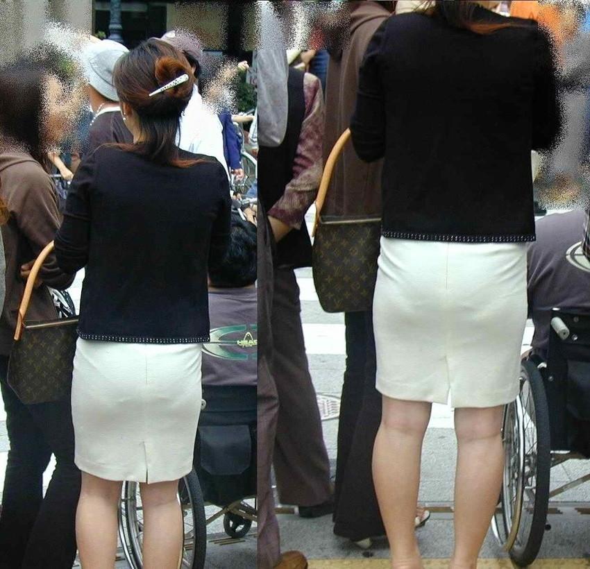 【透けパンエロ画像】素人女性のパンティーラインをこっそり盗撮した結果www 35