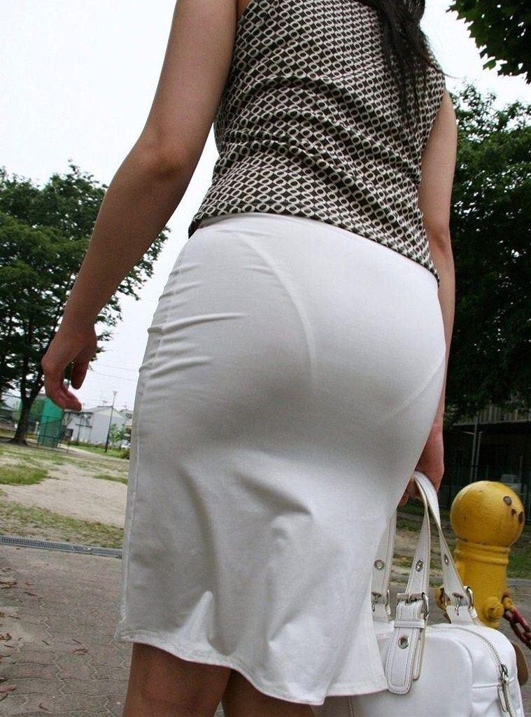 【透けパンエロ画像】素人女性のパンティーラインをこっそり盗撮した結果www 36