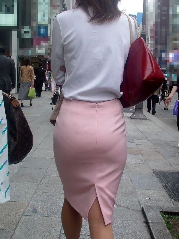 【透けパンエロ画像】素人女性のパンティーラインをこっそり盗撮した結果www 45
