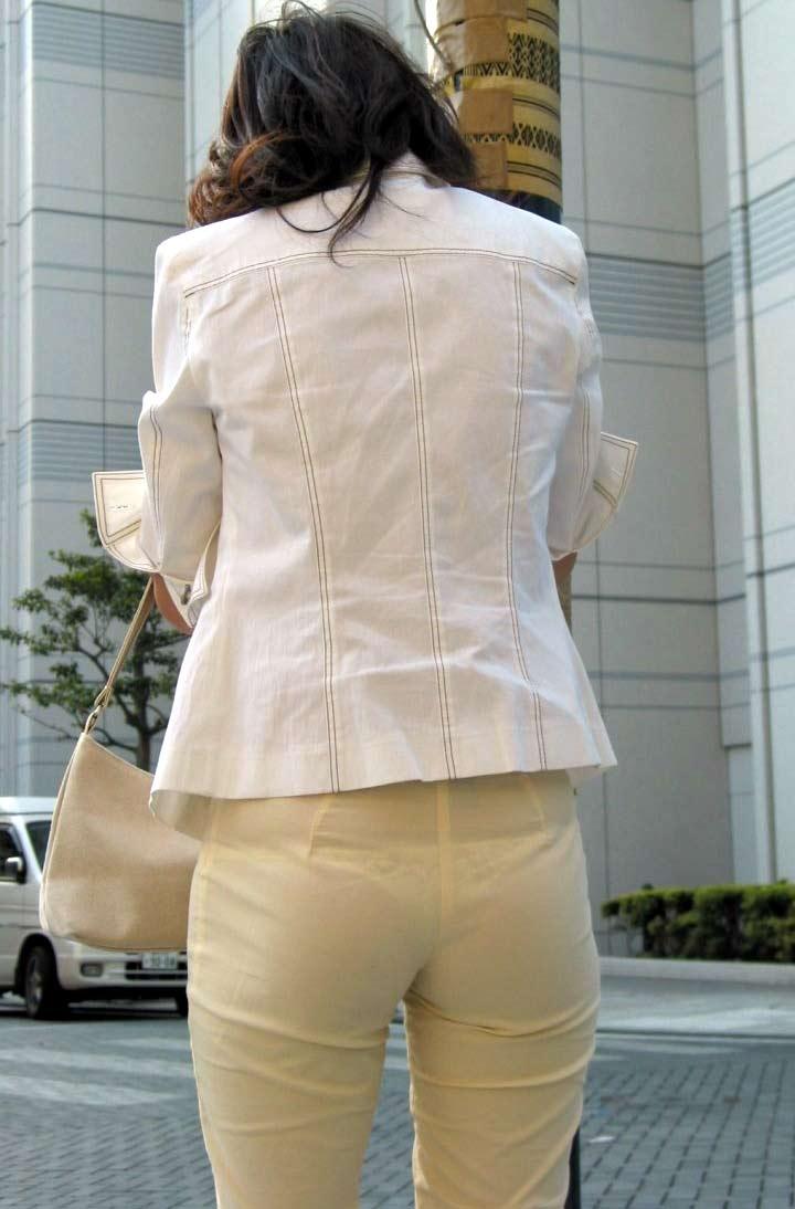 【透けパンエロ画像】素人女性のパンティーラインをこっそり盗撮した結果www 50