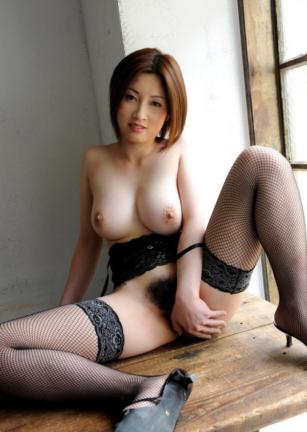 【奥田咲エロ画像】熟女系の役から何でもこなせる万能女優の、巨乳ヌードとセックス画像www 36
