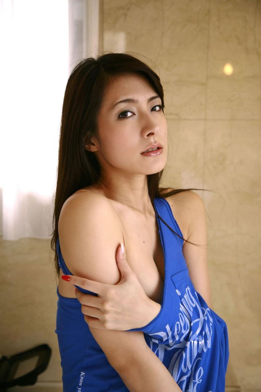 【川村りかエロ画像】三十路熟女の大人の魅力あふれるセクシーグラビアwww 03