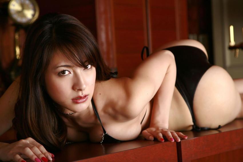 【川村りかエロ画像】三十路熟女の大人の魅力あふれるセクシーグラビアwww 12