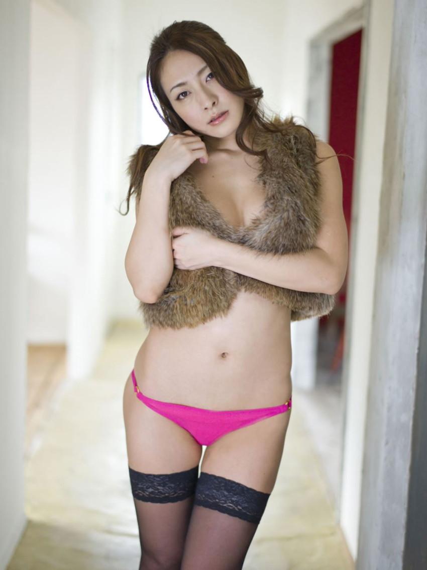 【川村りかエロ画像】三十路熟女の大人の魅力あふれるセクシーグラビアwww 24