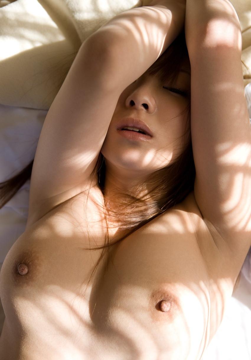【腋エロ画像】美女たちのジョリジョリ感があったり、毛がぼうぼうの脇フェチ画像www 03