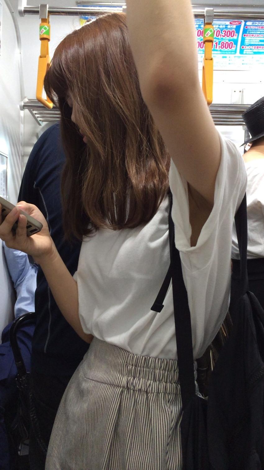【腋エロ画像】美女たちのジョリジョリ感があったり、毛がぼうぼうの脇フェチ画像www 18
