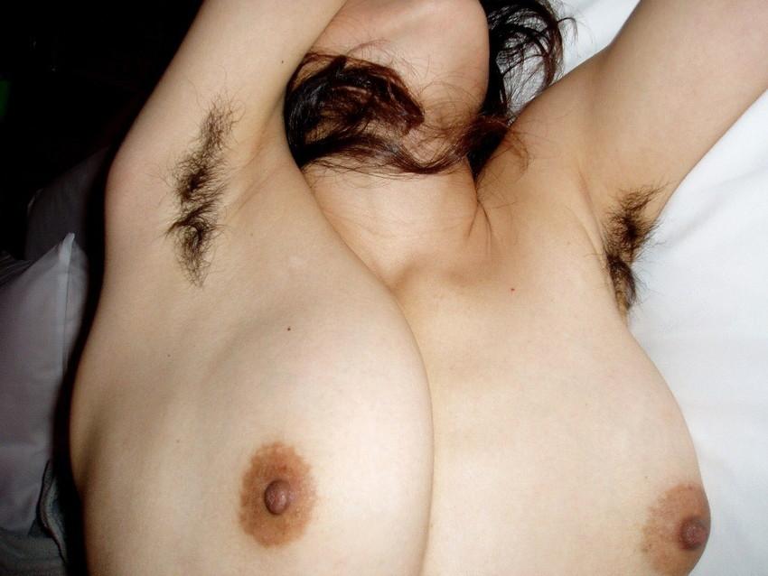【腋エロ画像】美女たちのジョリジョリ感があったり、毛がぼうぼうの脇フェチ画像www 19