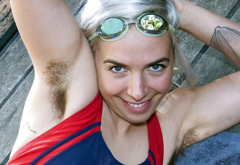 【腋エロ画像】美女たちのジョリジョリ感があったり、毛がぼうぼうの脇フェチ画像www 49
