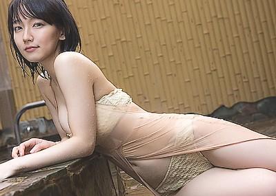【吉岡里帆エロ画像】朝ドラ出演女優が、無駄にエロイ身体しているんだがwww