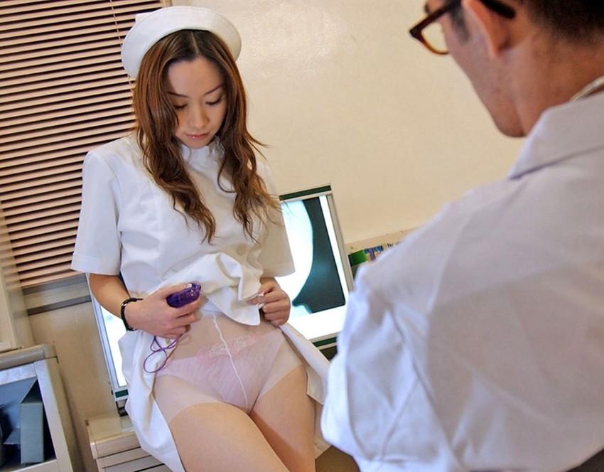 【淫乱ナースエロ画像】溜っているザーメンを抜いてくれそうなエッチな看護師たちwww 18