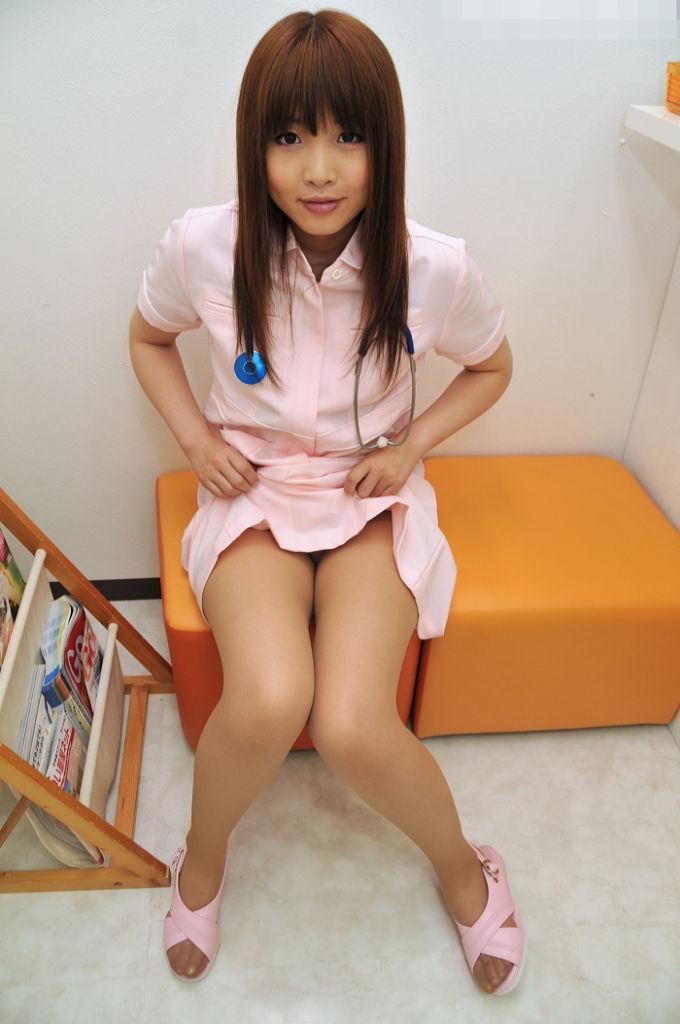 【淫乱ナースエロ画像】溜っているザーメンを抜いてくれそうなエッチな看護師たちwww 46