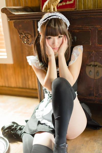 【淫乱メイドエロ画像】ご主人様の下半身にせっせとご奉仕していそうなドスケベメイドたちwww 19
