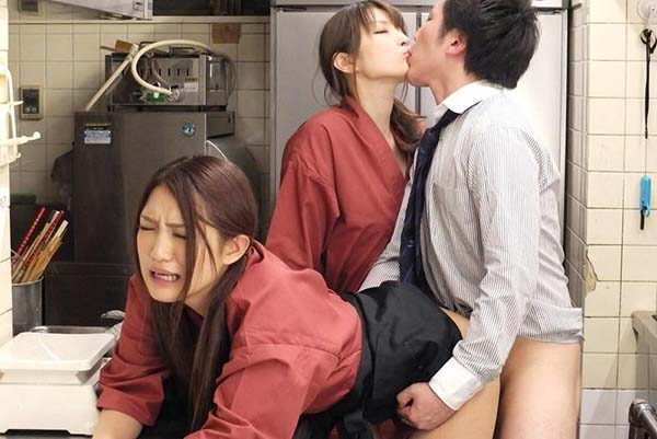【乱交エロ画像】男女が入れ替わり立ち代わりセックスしている、乱交スワッピング画像www 17
