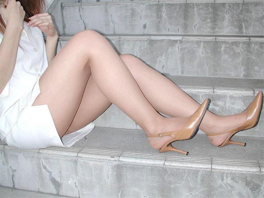 【美脚エロ画像】ヒールを履いた女子限定!ヒールの先で金玉踏まれたいM男集合wwww 08