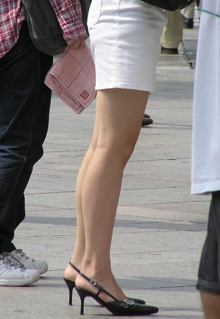 【美脚エロ画像】ヒールを履いた女子限定!ヒールの先で金玉踏まれたいM男集合wwww 19