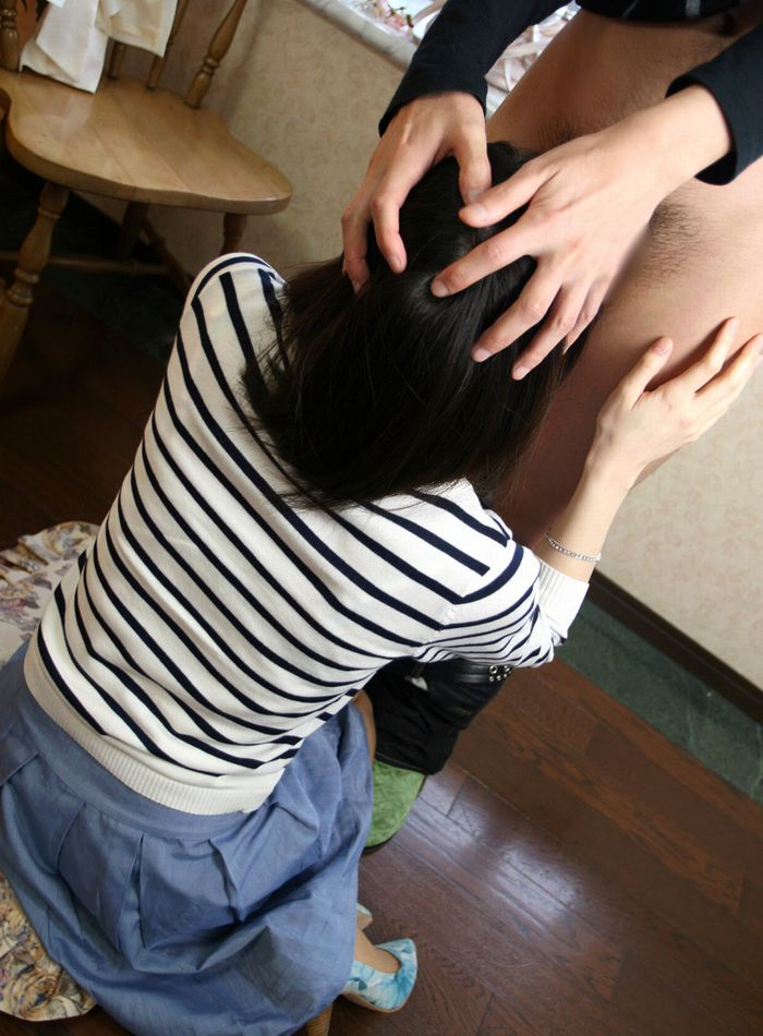 【イマラチオエロ画像】喉奥にチンコを突っ込まれてオエッてなっている画像www 39