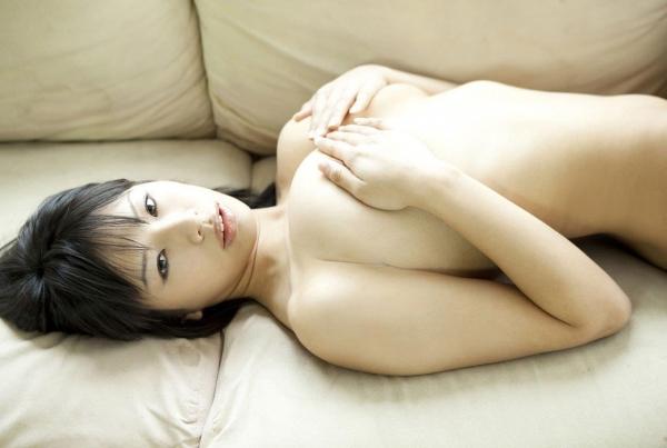 【手ブラエロ画像】乳首やおっぱいを恥ずかしそうに手で隠す美女たちの画像www 21