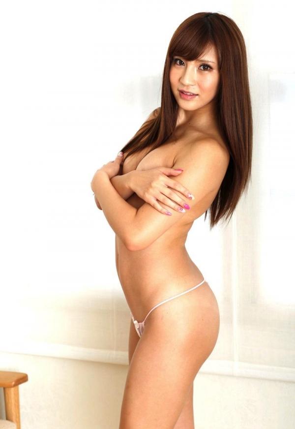 【手ブラエロ画像】乳首やおっぱいを恥ずかしそうに手で隠す美女たちの画像www 22