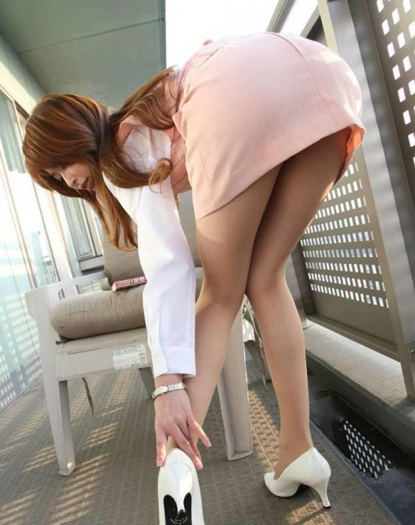 【ストッキングエロ画像】思わず臭いを嗅いだり、舐めたくなる美脚ストッキング画像wwww 13