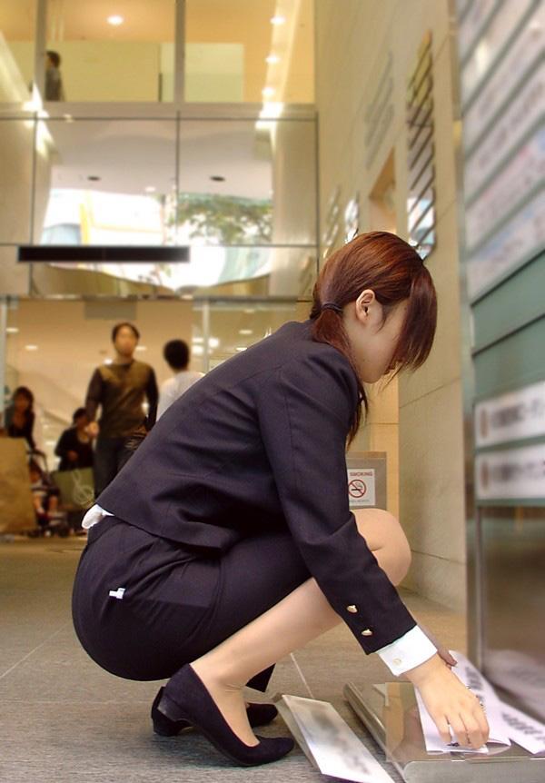【ストッキングエロ画像】思わず臭いを嗅いだり、舐めたくなる美脚ストッキング画像wwww 47