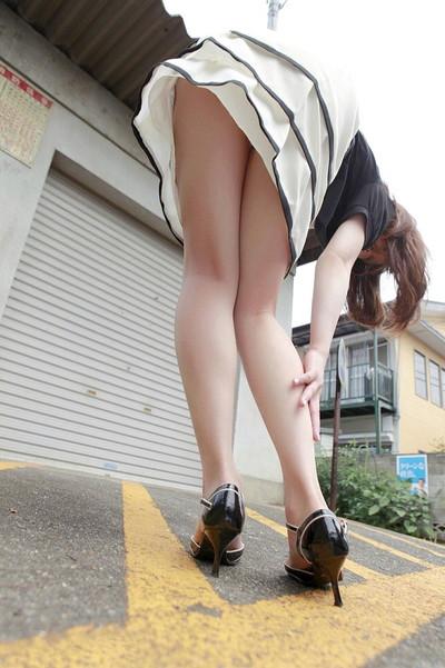 【ストッキングエロ画像】思わず臭いを嗅いだり、舐めたくなる美脚ストッキング画像wwww 33